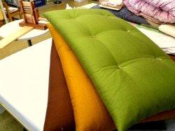 画像1: 昔ながらの綿入れ長座布団紬調無地カラー